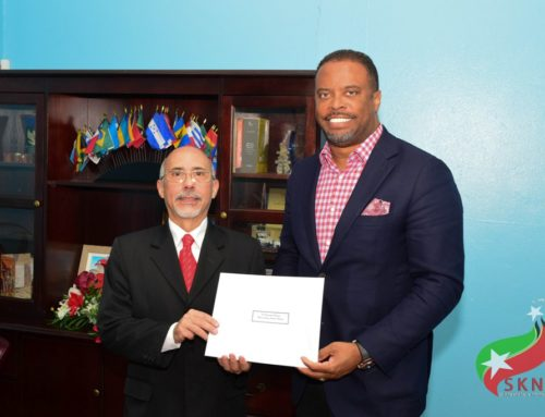 VENEZUELAN CHARGÉ Dʾ AFFAIRES AD HOC PRESENTS LETTER OF CREDENCE TO ST. KITTS-NEVIS' MINISTER OF FOREIGN AFFAIRS